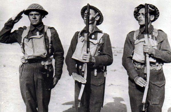Żołnierze Brygady Karpackiej odznaczeni za walkę w Tobruku (fot. domena publiczna).