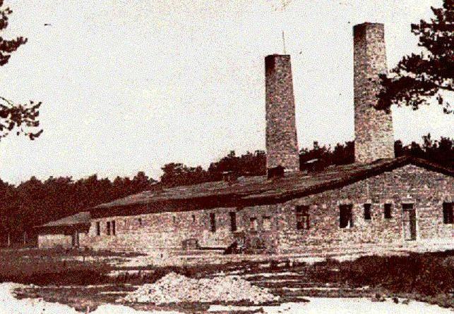 Dążąc do maksymalizacji zysków Niemcy w obozowych krematoriach utworzyli specjalne pracownie złotnicze, które zajmowały się pozyskiwaniem złota dentystycznego (źródło: domena publiczna).
