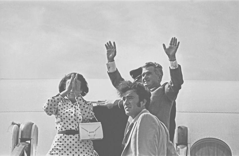 Nicu wraz z rodzicami podczas wizyty w Mołdawii. Sierpień 1976 roku (fot. Ion Chibzii; lic. CC ASA 2.0).