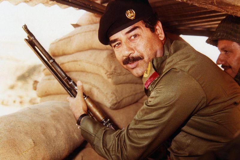 Po tym co wydarzyło się w 1988 roku nawet Saddam Husajn miał dosyć wybryków syna i kazał go aresztować (źródło: domena publiczna).