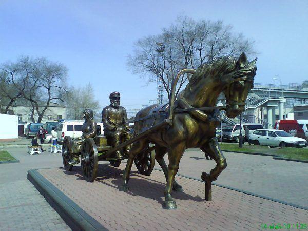 Pomnik osadników w Birobidżanie (fot. Glucke, CC BY-SA 3.0).