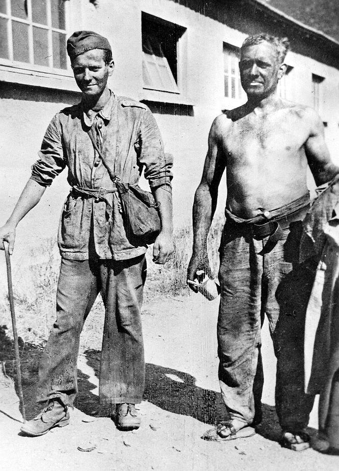 Ochotnicy do armii Andersa krótko po wypuszczeniu z łagrów (fot. domena publiczna).