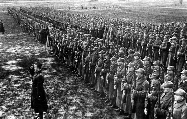 Polscy żołnierze w Rosji na początku 1942 roku (fot. domena publiczna).