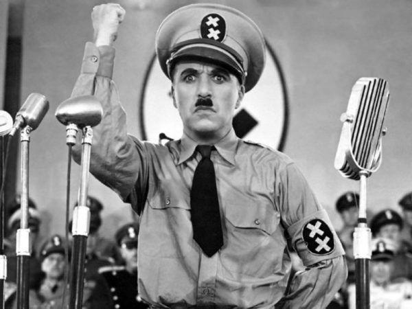 """Hitlera porównywano do Charliego Chaplina na wiele lat przed tym jak powstał słynny film """"Dyktator""""."""