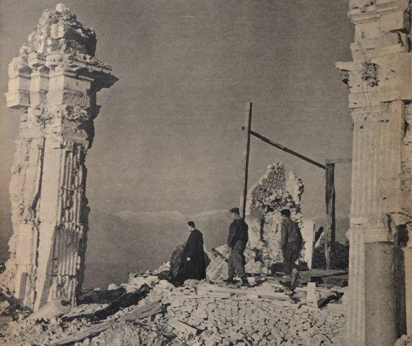 Stopień zrujnowania klasztoru na Monte Cassino dobrze pokazuje, jak bardzo zacięte były toczone tam walki (fot. domena publiczna).