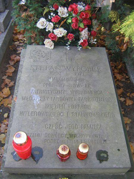 Grób Wojciecha Wyrobka na Cmentarzu Bródnowskim w Warszawie (fot. Witold Pietrusiewicz, CC BY-SA 3.0).