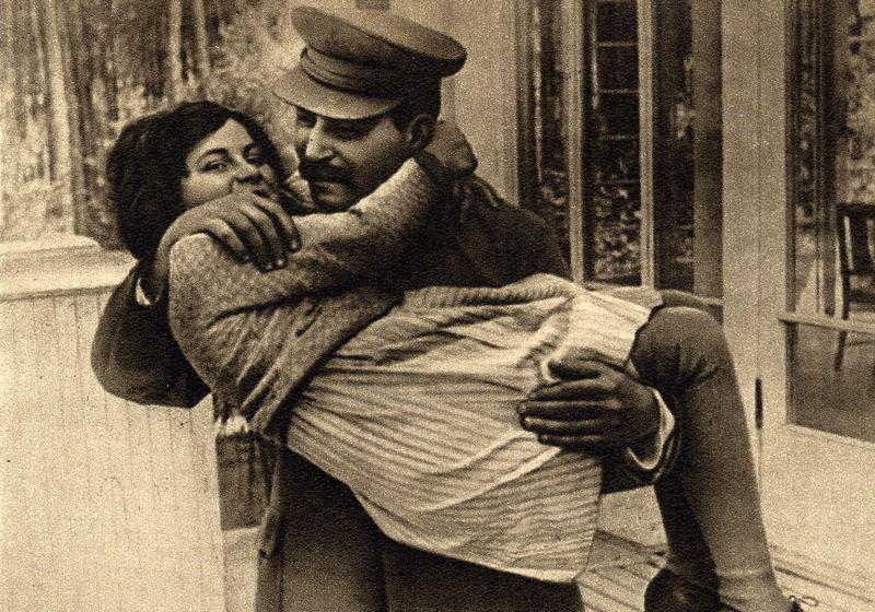 Józef Stalin z córką Swietłaną na zdjęciu z 1935 roku (źródło: domena publiczna).