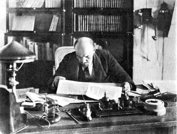 Lenin był zdecydowanym zwolennikiem prohibicji. Stali nie zamierzał jednak iść jego śladem (fot. domena publiczna).