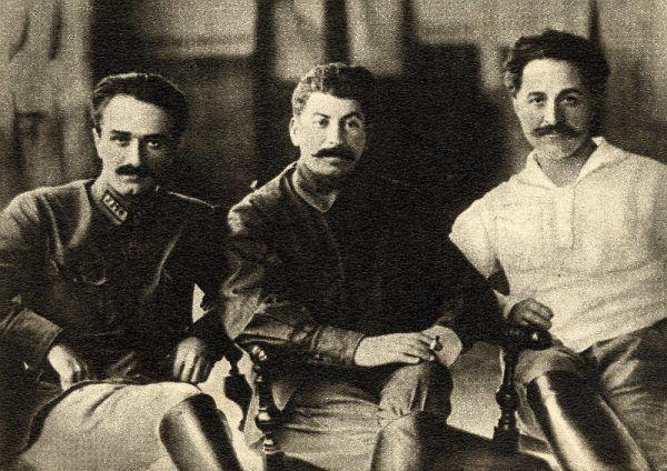 Kaukascy bolszewicy: Anastas Mikojan, Józef Stalin i Sergo Ordżonikidze (fot. domena publiczna).