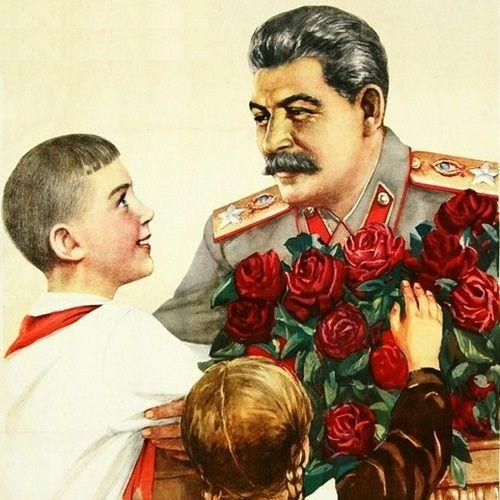 Stalin kreowany był na wielkiego przyjaciela dzieci. Jego synowie na pewno by się z tym nie zgodzili (źródło: domena publiczna).