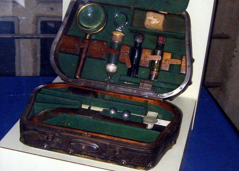 Zestaw do polowania na wampiry wystawiony w pensylwańskim Mercer Museum. Nasi przodkowie radzili sobie z wampirami za pomocą zdecydowanie prostszych metod (fot. Ola10; lic. CC ASA 3.0).