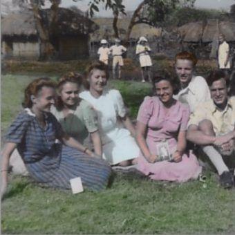 Uczniowie liceum w polskim osiedlu w Masindi w Zachodniej Ugandzie lata 1944-1945. Zdjęcie znajduje się w zbiorach Fundacji Kresy-Syberia.