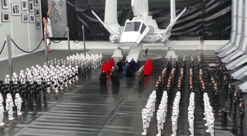 Siły wojskowe Imperium, gotowe zniszczyć wszystko, co stanie im na drodze (fot. z wystawy na Międzynarodowym Festiwalu Filmowym w San Sebastián, autor mertxe iturrioz, lic. CC BY-SA 2.0, wikimedia commons).
