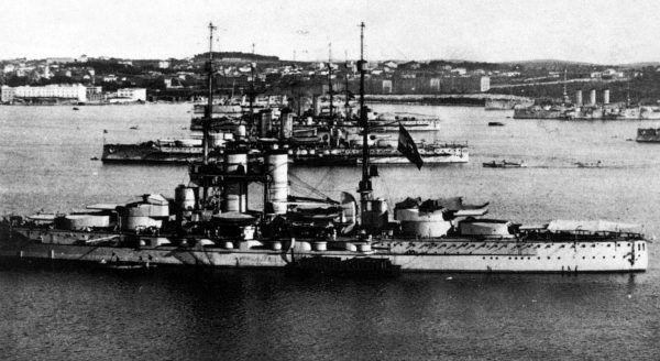 Okręty austro-węgierskiej marynarki wojennej w bazie w Poli (fot. domena publiczna).