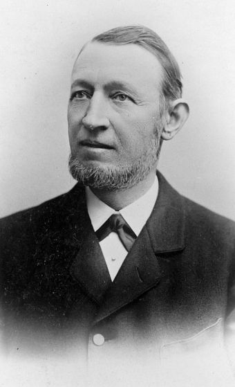 Carl Hagenbeck. Pierwszy afrykański łowca dinozaurów.