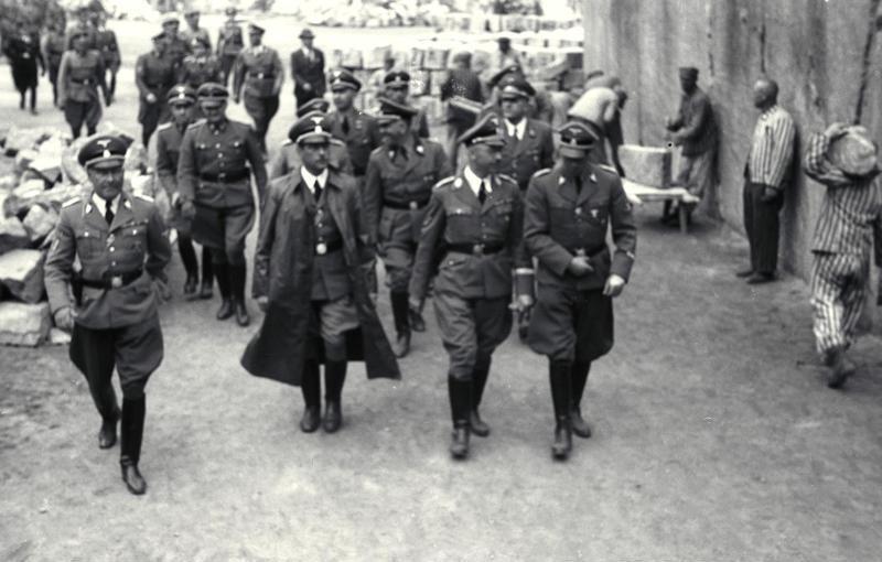 Franz Kutschera (w długim płaszczu) jeszcze jako Gauleiter Karyntii (źródło: Bundesarchiv; lic. CC ASA 3.0).