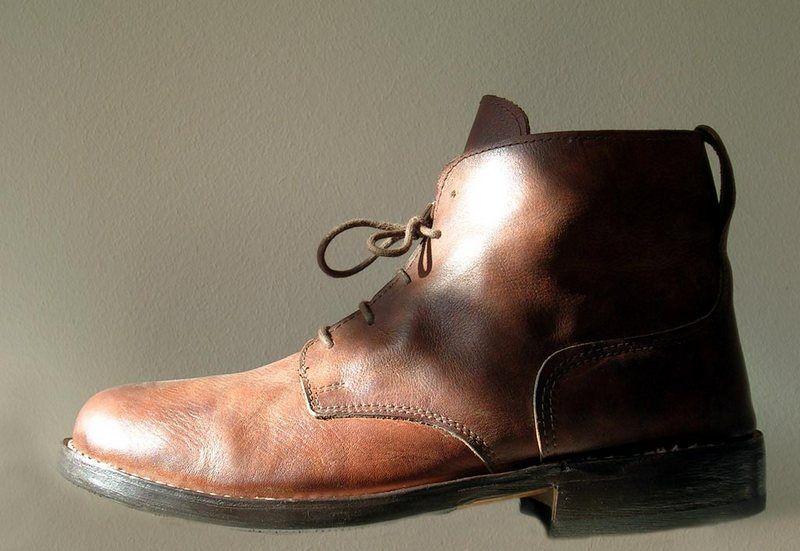 Lewy but. W Sylwestra idealnie pasował na... prawą nogę (fot. Janek Pfeifer, lic. CC BY-SA 3.0).