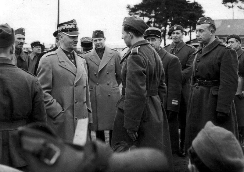Sikorski wśród polskich żołnierzy we Francji... tu obyło się bez alkoholu (źródło: domena publiczna).