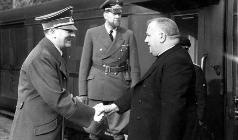 Spotkanie Jozefa Tisy i Adolfa Hitlera. Październik 1941 roku (źródło: domena publiczna).