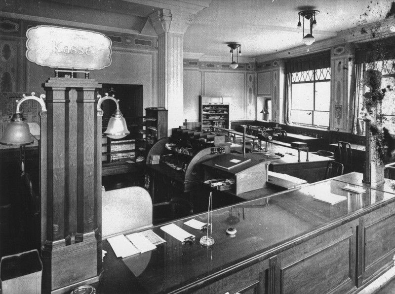 W podobnych warunkach pracował pierwszy mąż Very... do czasu. Wnętrze banku w Lipsku (źródło: domena publiczna).