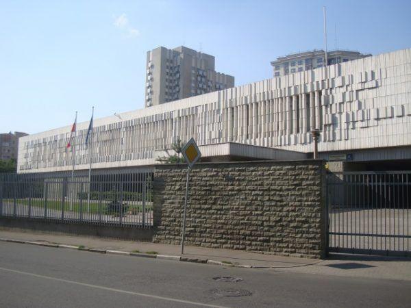 Polska ambasada w Moskwie. Zdjęcie opublikowane na licencji CC BY-SA 2.5, autor Sergij Sazankow.