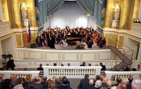 Koncert w wykonaniu Orkiestry Symfonicznej Filharmonii Narodowej w Teatrze Stanisławowskim w Starej Pomarańczarni z okazji obchodów 20. rocznicy wyborów 1989. (zdjęcie opublikowane na licencji CCA BY SA 3.0, autor Michał Koziczyński)
