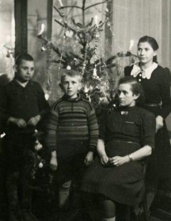 Boże Narodzenie w rodzinie wysiedleńców z Wielkopolski. Boże Narodzenie w rodzinie wysiedleńców z Wielkopolski. (zdjęcie znajduje się w zbiorach pana Piotra Balcera.