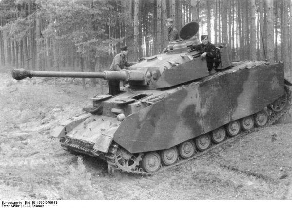 Amerykańscy żołnierze często mylili PzKpfw IV z Tygrysami (fot. Bundesarchiv, Bild 101I-695-0406-03 / Möller / CC-BY-SA 3.0).