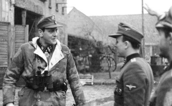 Otto Skorzeny w lutym 1945 roku (fot. Bundesarchiv, Bild 183-R81453 / CC-BY-SA 3.0).