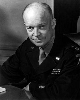 Generał Dwight Eisenhower przez tydzień ukrywał się przed komandosami Skorzenego, którzy wcale na niego nie polowali (fot. Messerlin, U.S. Army, domena publiczna).