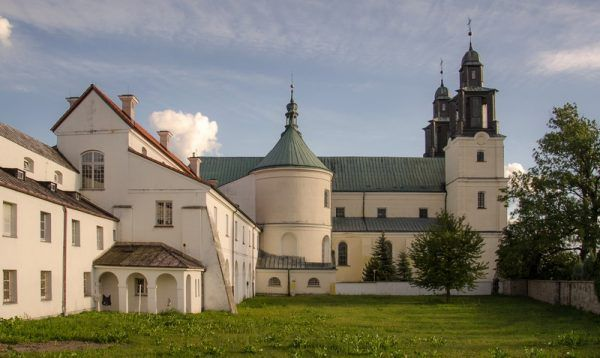 Zespół klasztorny w Gidlach. To tu schronił się Marcin Lubomirski po niepowodzeniach konfederacji barskiej (fot. Sławomir Milejski, lic. CC BY-SA 3.0 pl).
