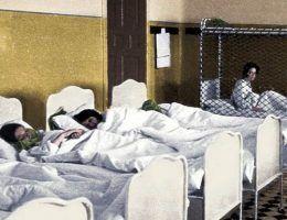 """Klinika Am Spiegelgrund była prawdziwym piekłem. Na ilustracji fragment okładki książki teve'a Sem-Sandberga pod tytułem """"Wybrańcy"""", która opowiada o tym strasznym miejscu (koloryzacja: RK)."""