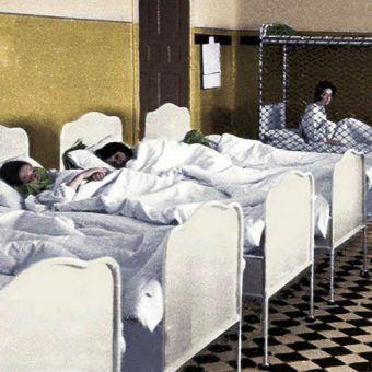 """Klinika Am Spiegelgrund była prawdziwym piekłem. Na ilustracji fragment okładki książki Steve'a Sem-Sandberga pod tytułem """"Wybrańcy"""", opisującej to straszne miejsce (koloryzacja: RK)."""