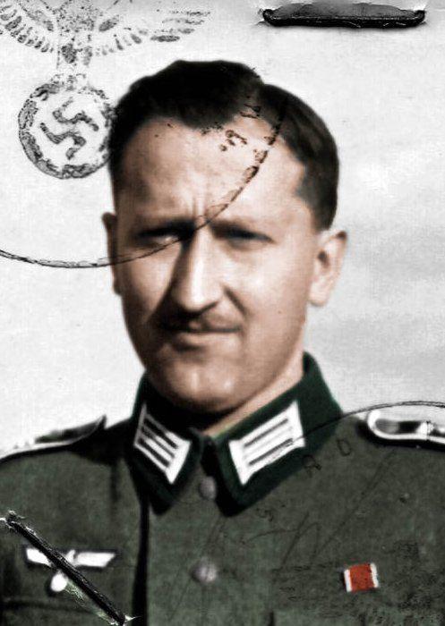Doktor Heinrich Gross na zdjęciu z okresu II wojny światowej (źródło: domena publiczna; koloryzacja: RK).