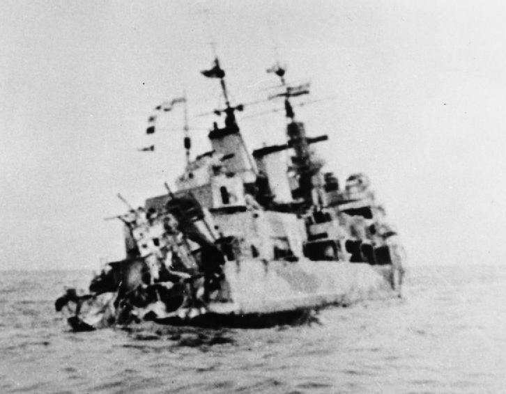 """Statystyki konwojów arktycznych były nieubłagane dla aliantów. Na zdjęciu storpedowany HMS """"Edinburgh"""" (źródło: domena publiczna)."""