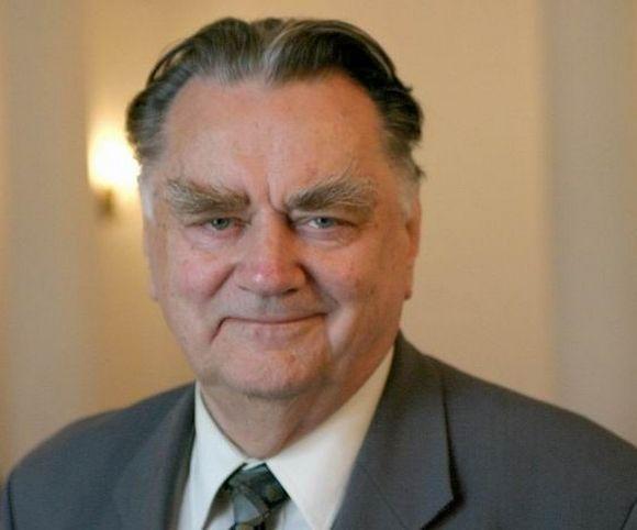 Oskarżyciel posiłkowy Jan Olszewski starał się nawiązać do wątku rosyjskiego. W III RP został premierem (zdjęcie ze strony Prezydenta RP, lic. GFDL 1.2).