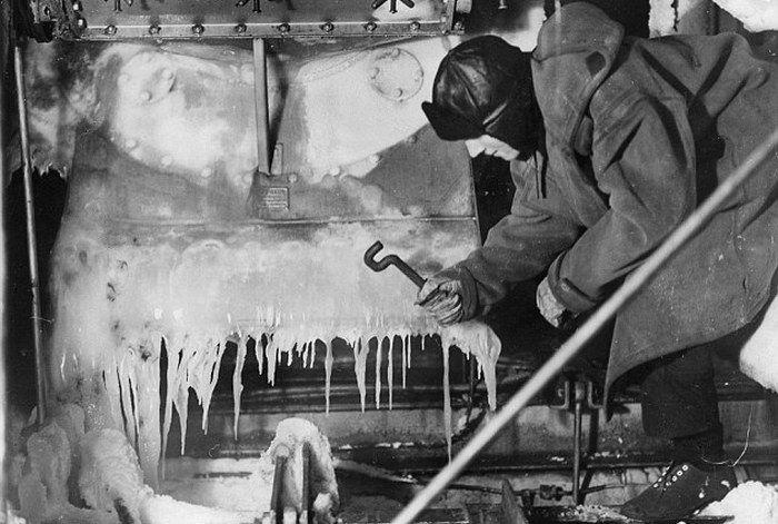 W trakcie konwojów arktycznych lód był dosłownie wszędzie (źródło: domena publiczna).