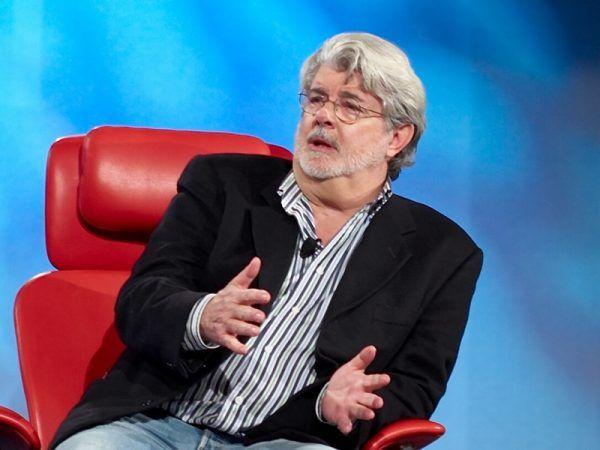 40 lat temu ten pan nawet nie spodziewał się, że jego niewinny pomysł na film tak bardzo zmieni świat. George Lucas w 2007 roku (fot. Joi Ito, Flickr, lic. CC BY 2.0).