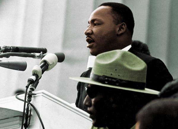 """Martin Luter King podczas przemówienia, gdzie padły słynne słowa """"I Have a Dream"""" (źródło: domena publiczna)."""
