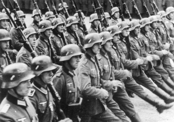 Führerparade. Vorbeimarsch der Infanterie. Warschau. Polen.