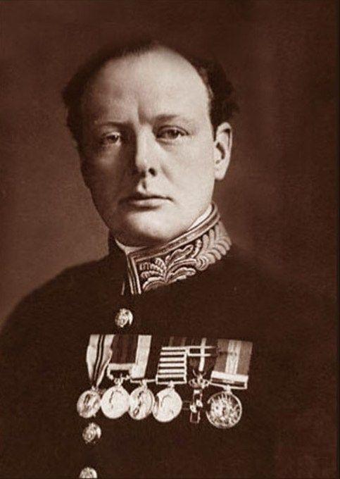 Winston Churchill jako Pierwszy Lord Admiralicji na zdjęciu z 1915 roku (źródło: domena publiczna).