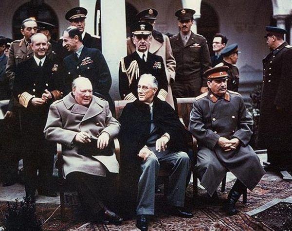 """Umiejętnie używając """"Gwiezdnych wojen"""" zmieniono postrzeganie Józefa Stalina - z dobrotliwego """"Uncle Joe"""" stał się przywódcą """"Imperium zła"""" (zdjęcie z konferencji w Jałcie, domena publiczna).v"""