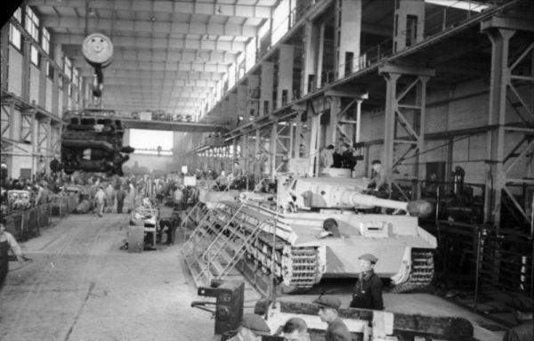 Nie wszystkie czołgi produkowane w Niemczech były tygrysami takimi jak ten Panzer VI (fot. Bundesarchiv, Bild 101I-635-3965-21 / Hebenstreit / CC-BY-SA 3.0).