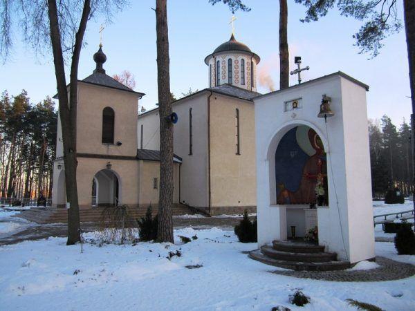 Pamięć o księdzu Suchowolcu w białostockich Dojlidach jest na tyle duża, że jego imieniem nazwano jedną z ulic. Mieści się przy niej m.in. ta cerkiew prawosławna (fot. Henryk Borawski, lic. CC BY-SA 3.0).