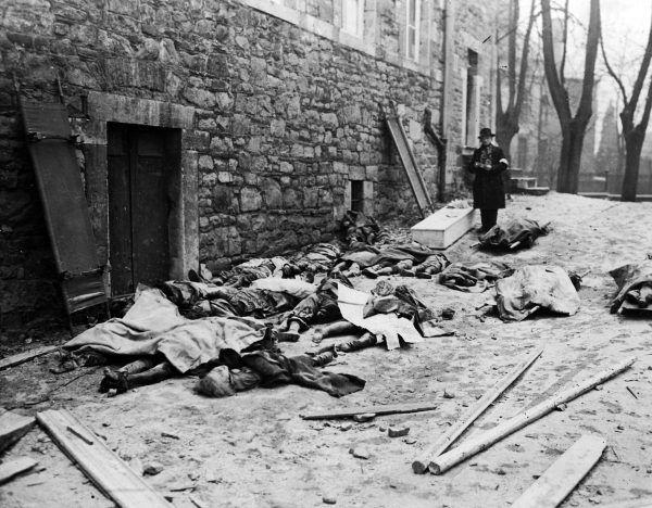Belgijscy cywile zamordowani przez Niemców (fot. ze zbiorów National Archives and Records Administration, domena publiczna).