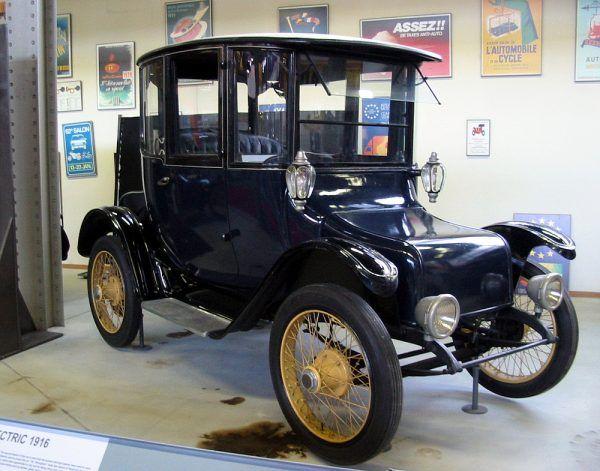 Detroit Electric, samochód elektryczny z 1916 r. (fot. Asterion, CC BY-SA 3.0).