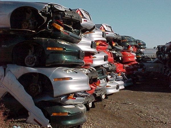 Zezłomowane samochody EV1. Ofiary lobby paliwowego? (fot. Plug In America, CC BY-SA 2.0).