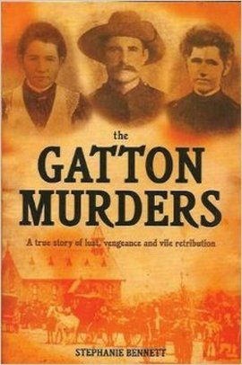 "Artykuł powstał m.in. na podstawie książki Stephanie Bennett ""The Gatton Murders, A True Story of Lust, Vengeance and Vile Retribution""."