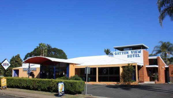 Gdy Richard Price przybył do Gatton, zamiast informacji dostał w zęby. Na zdjęciu jeden z lokalnych hoteli (fot. Jan Smith, lic. CC BY 2.0).