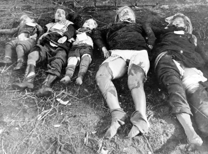 Na okupowanych terenach Niemiec amerykańscy żołnierze zachowywali się często niewiele lepiej niż czerwonoarmiści w Prusach czy Berlinie. Na zdjęciu Niemki zgwałcone, a następnie zamordowane wraz z dziećmi przez krasnoarmiejców (źródło: domena publiczna)